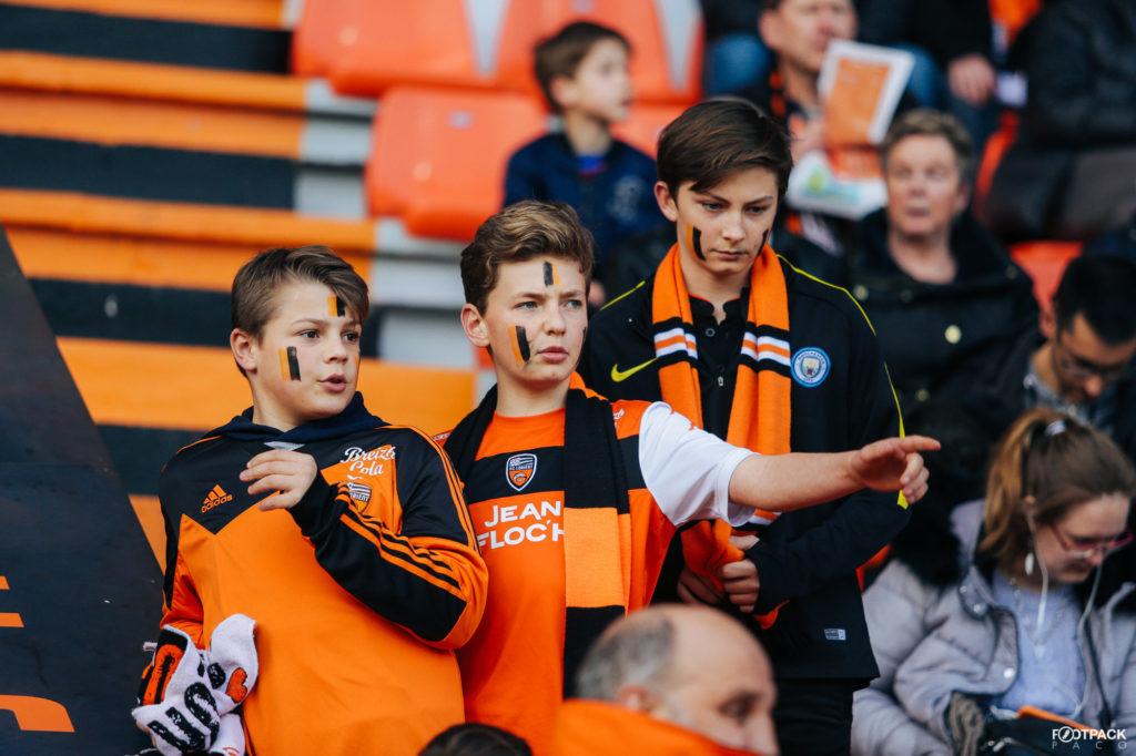 Des jeunes supporters du FCL