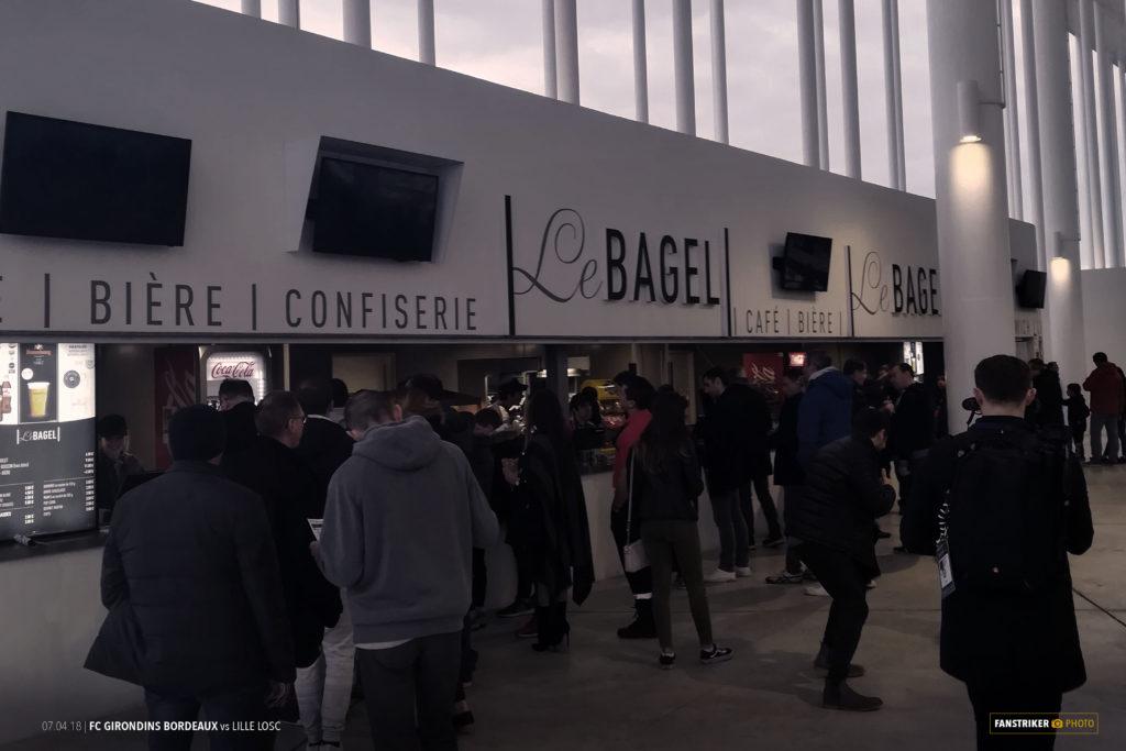 Le stand Bagel dans les coursives du stade