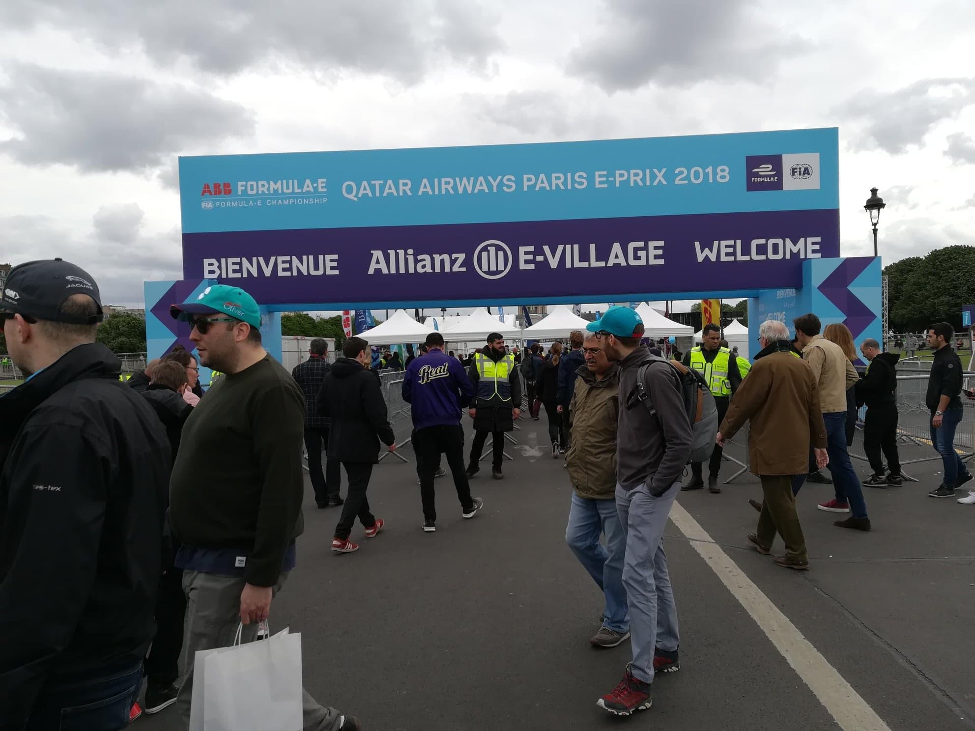 L'entrée du Allianz E-VILLAGE