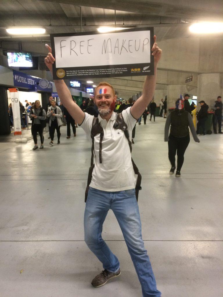 Stand maquillage improvisé par les fans français
