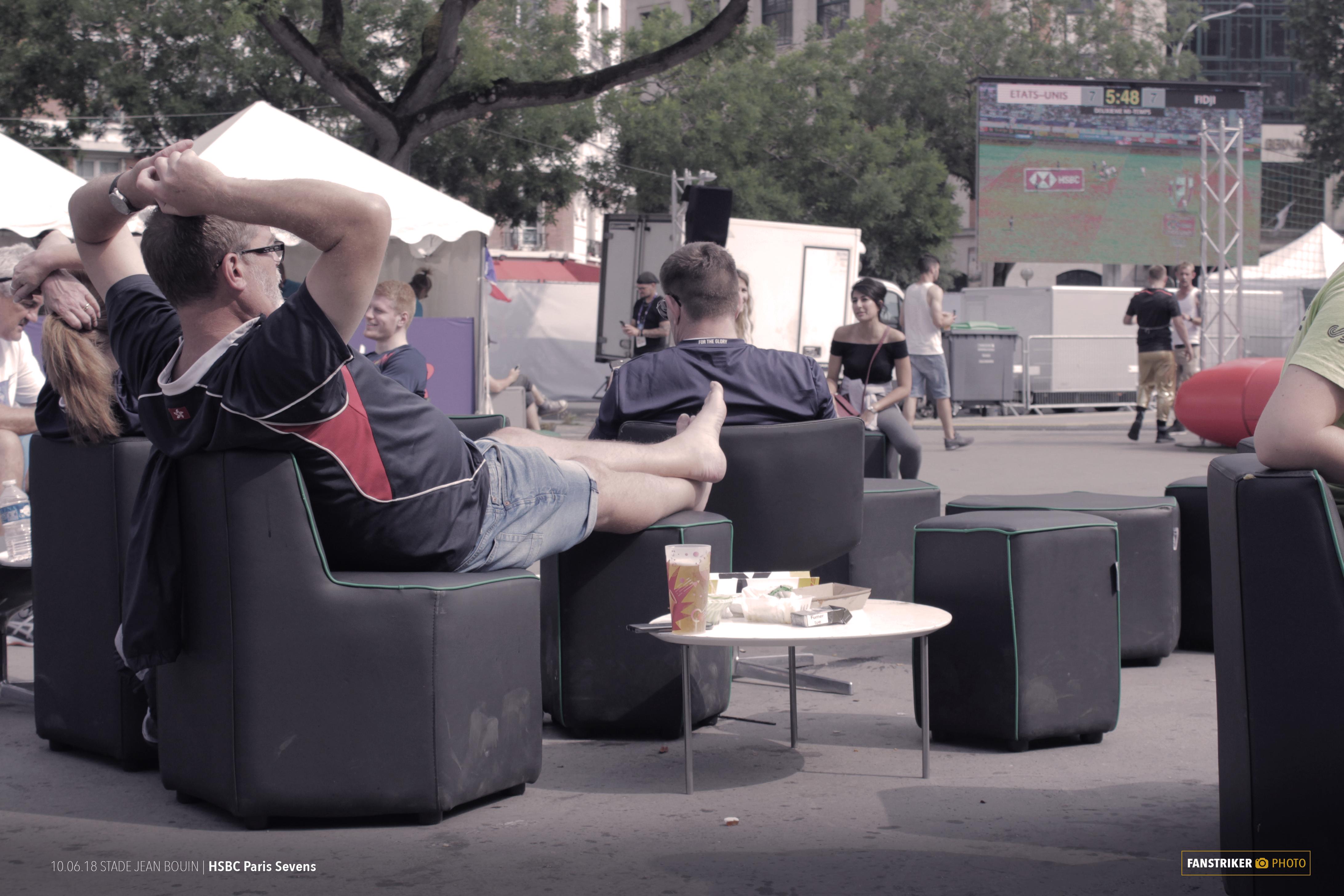 L'espace détente installé au coeur de la fan zone du Paris 7s
