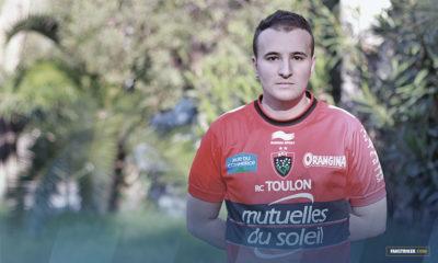 Souhil arborant le maillot du RCT, son équipe de coeur.