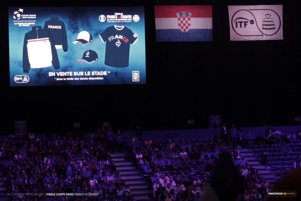 Une mise en avant de la boutique sur les écrans du stade