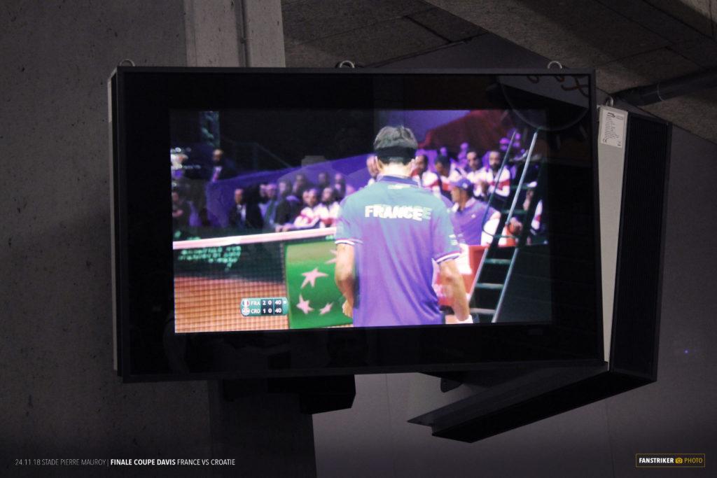 Les écrans dans les coursives au stade Pierre Mauroy