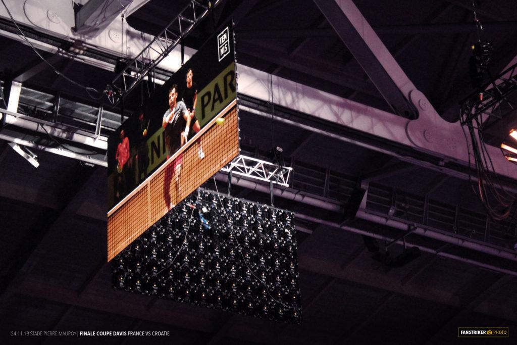 Les écrans en hauteur au stade Pierre Mauroy