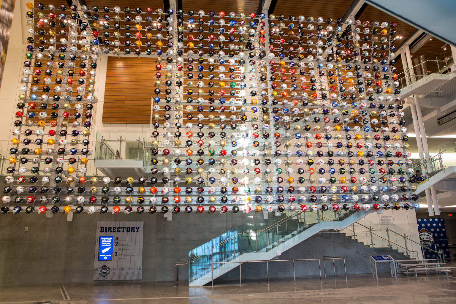 Le Helmet Wall du College Football Hall of Fame