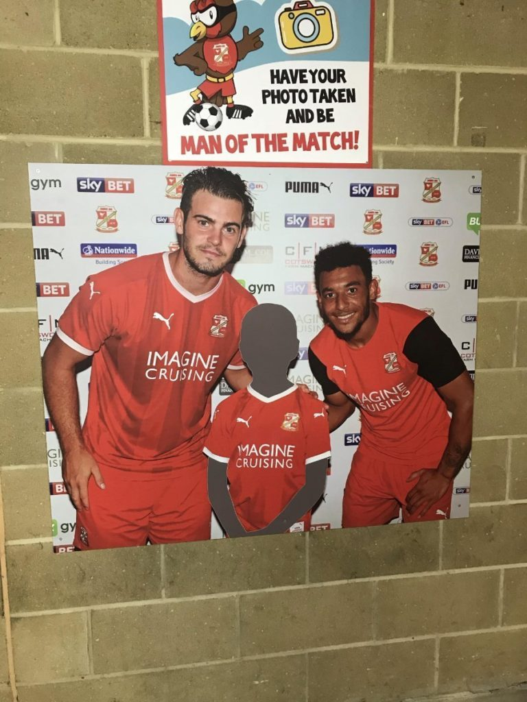 Photo-Swindon-Town-FC-Danny-Lee