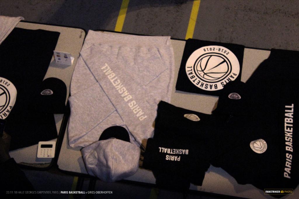 Tshirt, pull, survêtement, plusieurs produits textiles sont proposés à l'achat