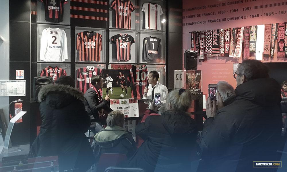 L'ancien joueur Ederson qui partage ses anecdotes dans le Café des Aiglons en avant match