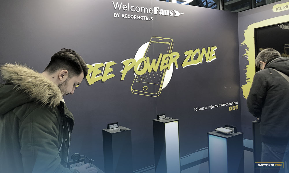 Le stand pour recharger son téléphone mobile gratuitement
