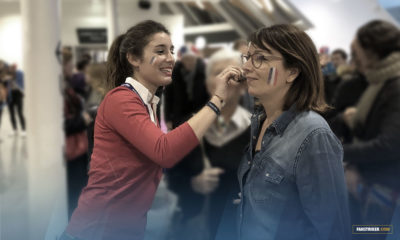 Des bénévoles maquillaient les spectateurs volontaires