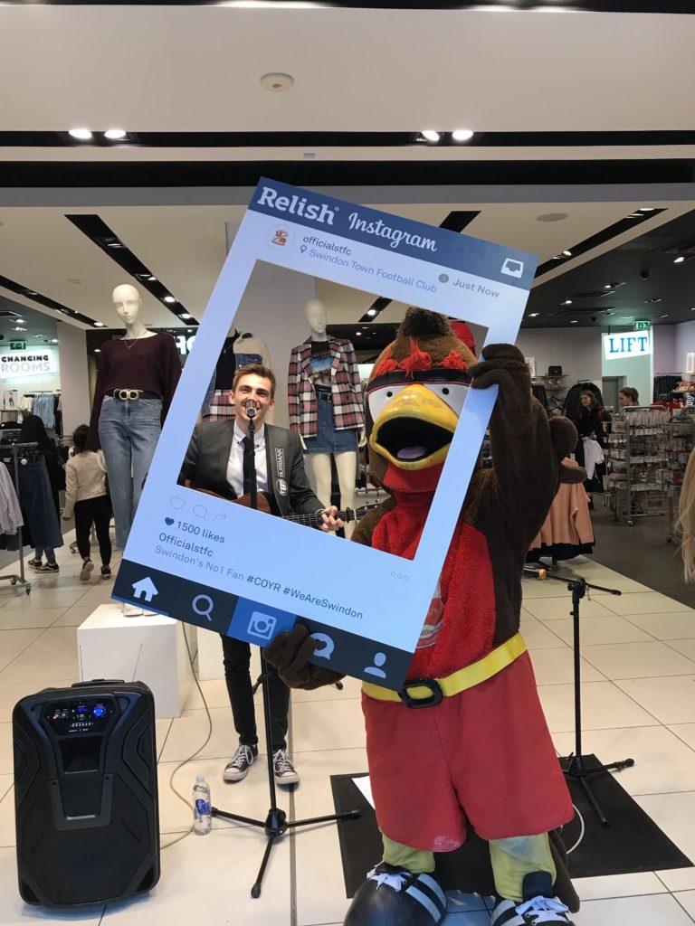 Mascot-Swindon-Town-FC-Danny-Lee