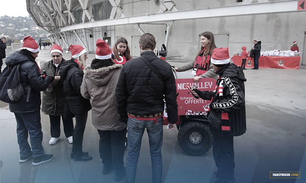 Un photobooth mobile qui va à la rencontre des fans sur le parvis de l'Allianz Riviera