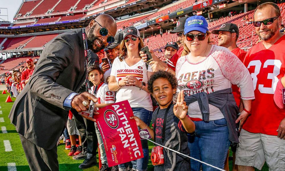 Les 49ers vous proposent de visiter le Levi's Stadium accompagné par une légende du club pour la somme de 249$