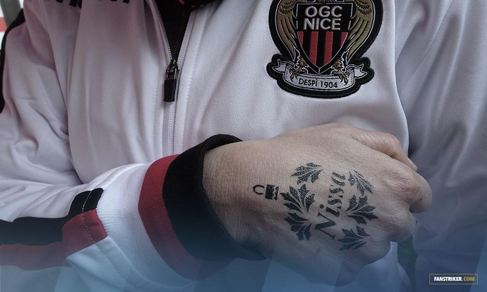 Un fan de l'OGC Nice tatoué du logo Nissa sur la main