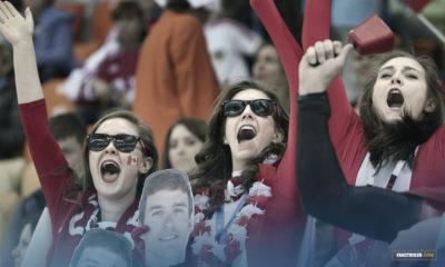 Des supportrices dans un stade à Toronto