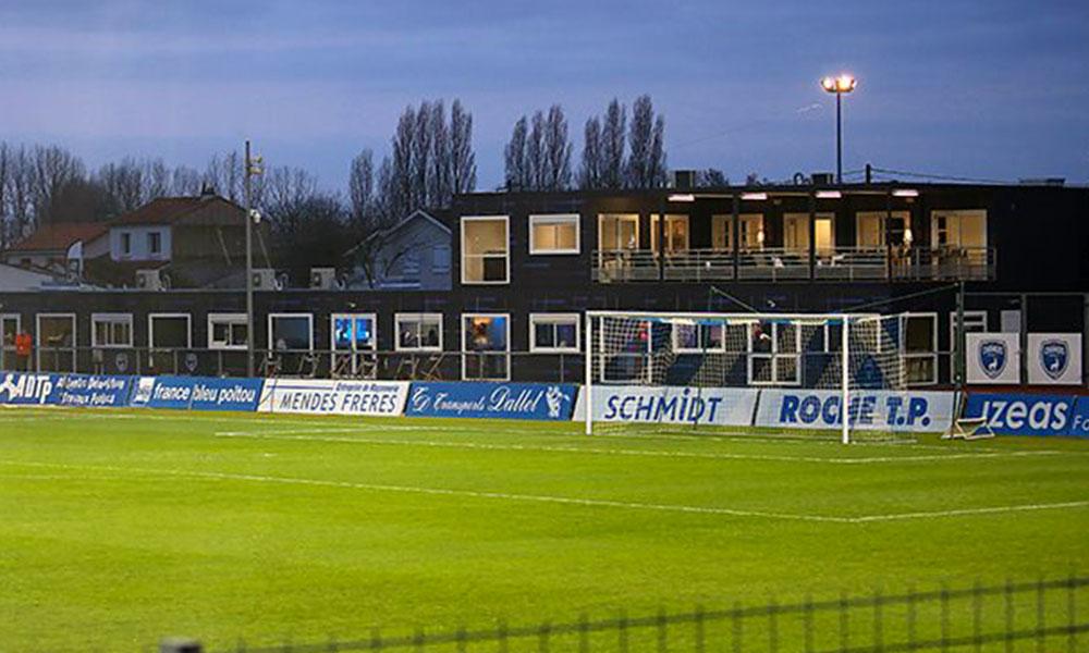 L'ensemble du bâtiment a été habillé aux couleurs du club pour une question d'esthétisme et d'uniformité