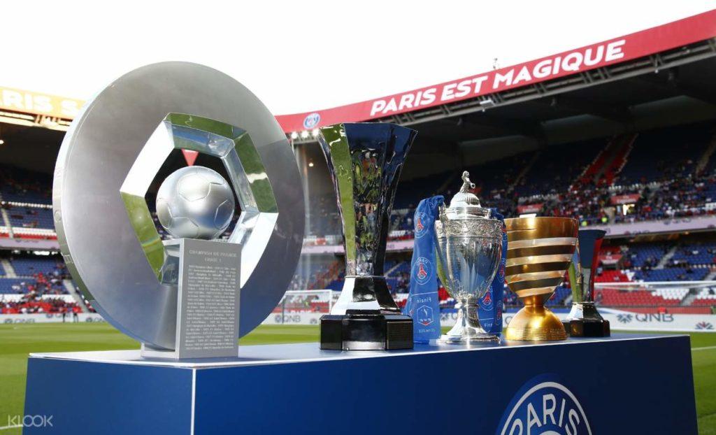 Présentation des trophées du club parisien - History Room