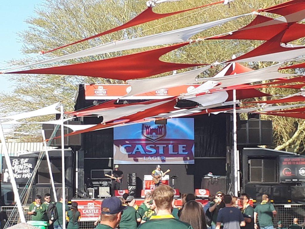 """La """"Fan Zone"""" par Castle avec concert avant et après le match"""