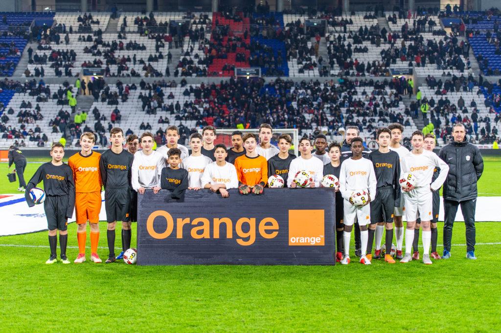 Les deux équipes du Orange Football Challenge au Groupama Stadium le 11/01/19