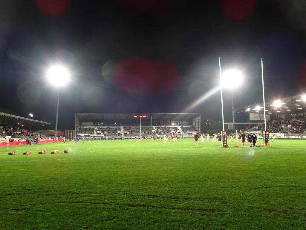 Le stade Maurice David à Aix en Provence compte environ 5 500 places