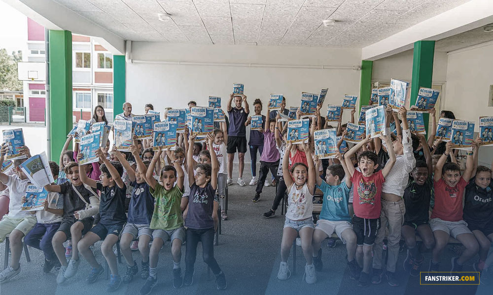 L'OM offre des cahiers parascolaires aux 9 400 CM1 de Marseille