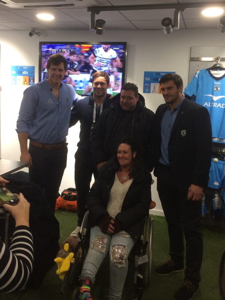 Séance photo à la boutique officielle du club avec des joueurs du MHR