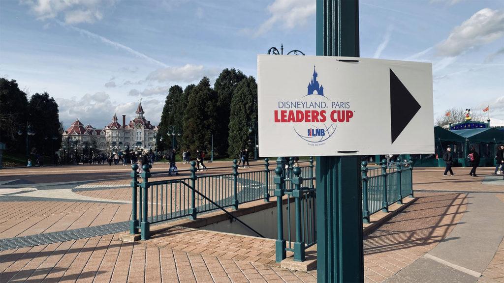 Des balisages indiquaient la direction pour la Disney Events Arena