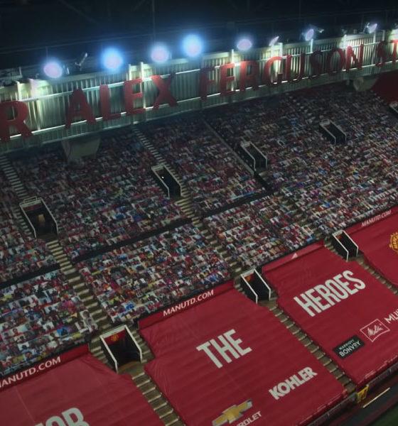 La mosaïque de photos de fans à Old Trafford à Manchester