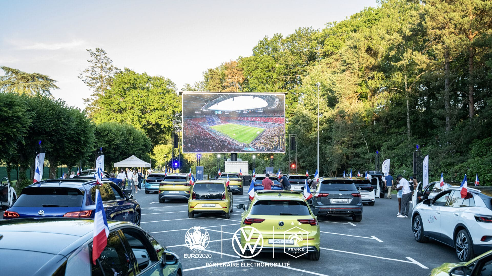 drive-in-volkswagen-france-clairefontaine-euro2020