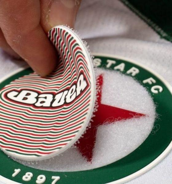 Le concept de logo velcro du maillot du Red Star FC